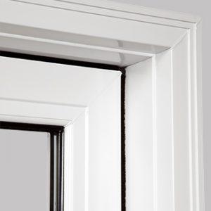 Système de trois coupe-froid noirs assurant une étanchéité maximale